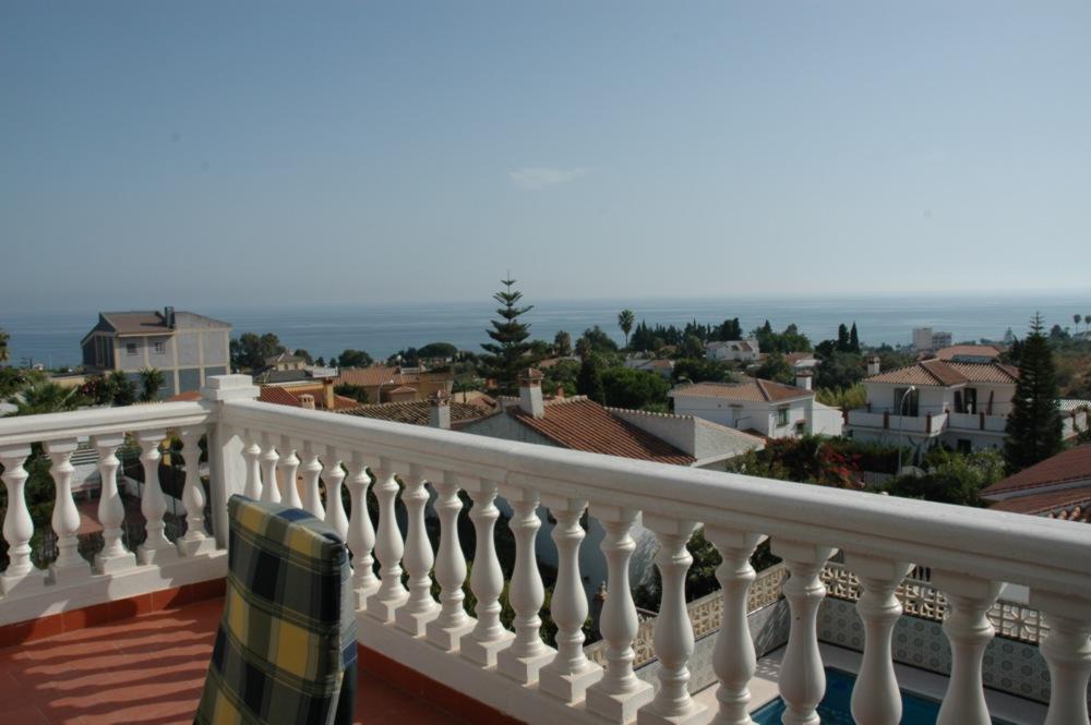 Explendida casa con piscina y vistas extraordinarias al mar